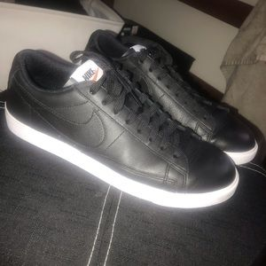 Black Nike Blazer Low LE